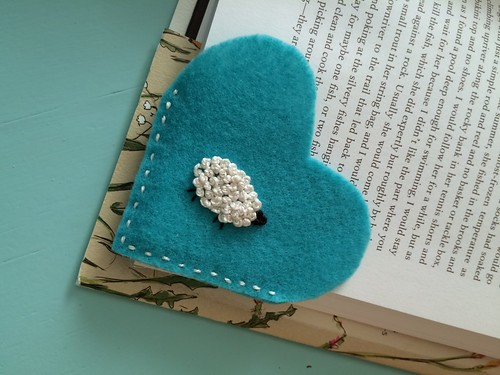 Tutorial felt heart bookmark Angela Pingel